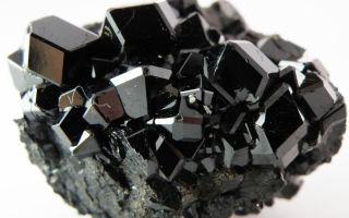 Черный гранат (меланит, андрадит, шорломит) – камень здоровья