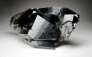 Морион (черный кварц) – камень колдунов