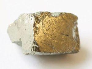 камень пирит
