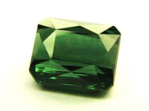 зеленый турмалин (верделит)